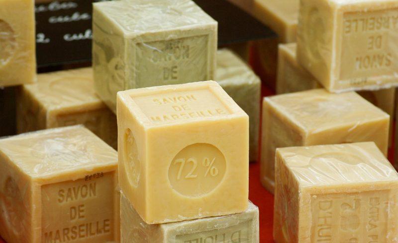 Le savon de Marseille rentre dans la composition d'un bon nettoyant ecologique fait maison